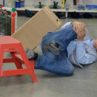 worker hurt his knee